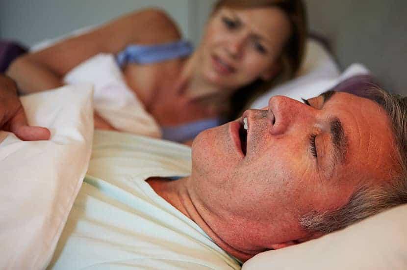 Chrapanie występuje, gdy oddychanie jest zablokowane podczas snu