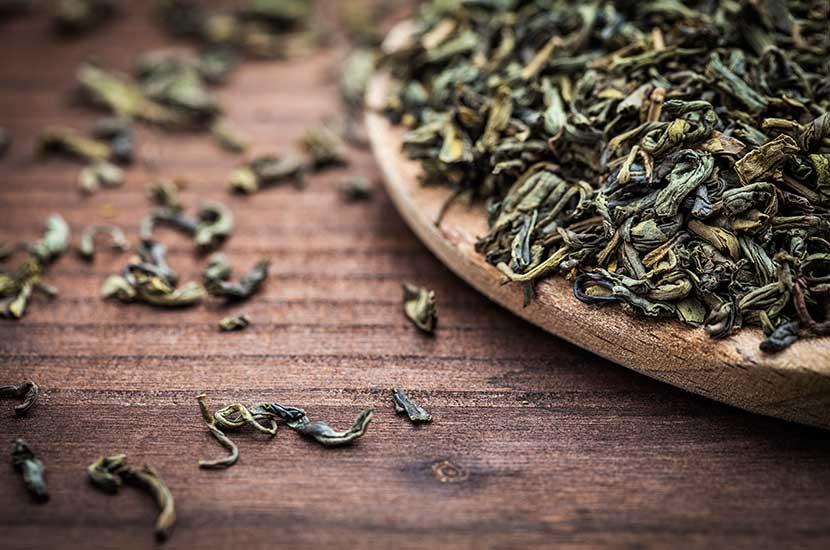 Katechiny z zielonej herbaty mają termogeniczne działanie, które sprzyja utracie tłuszczu